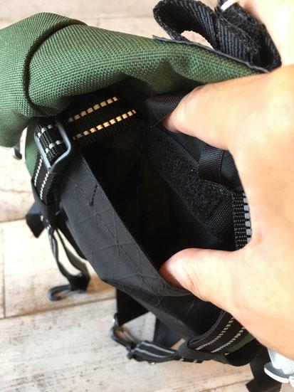 ショルダーベルトを使わない場合は背面のインナーポケットに収納可能