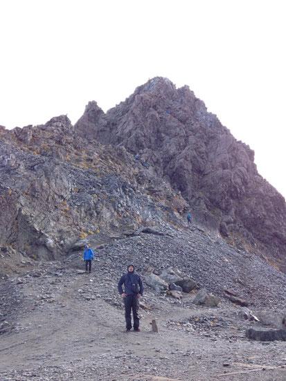 速攻で降りてきました。岩山100%。