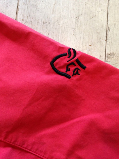 右肩刺繍ロゴ