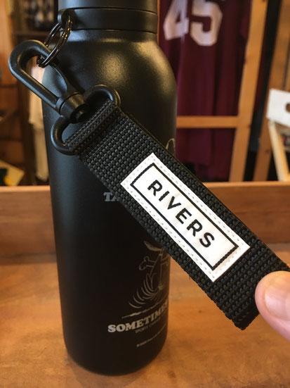 付属のRIVERSボトルリーシュ