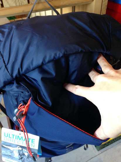 背面前面のメッシュポケット