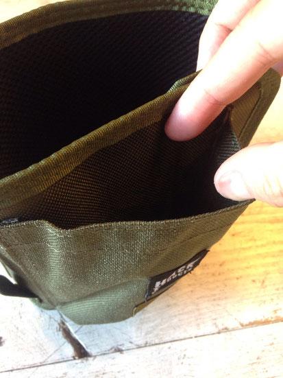 外側大き目のポケット(1個)