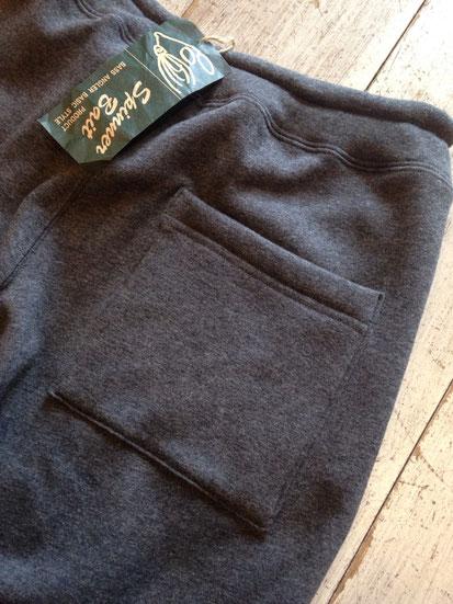 背面ポケット(右側のみ)