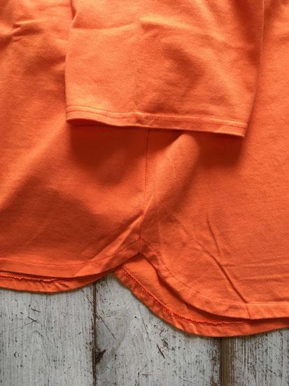 裾周り部分(後ろ身頃が長目になっています)