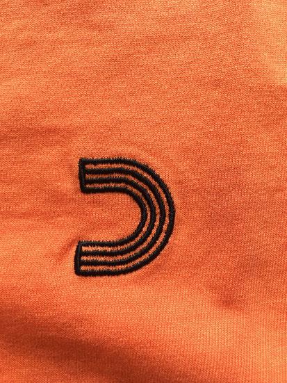 左胸刺繍ロゴ
