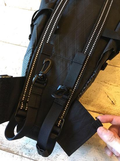 下部を広げてバッグ仕様に可変可能