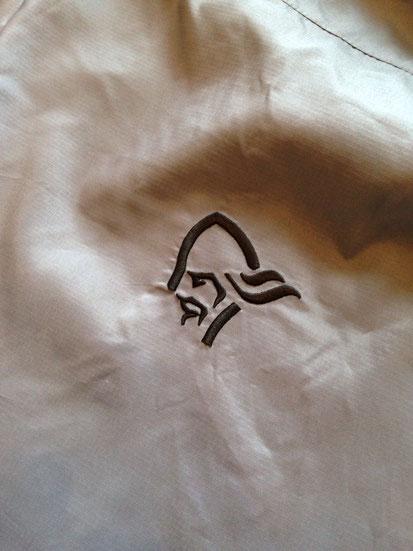 背面刺繍ロゴマーク