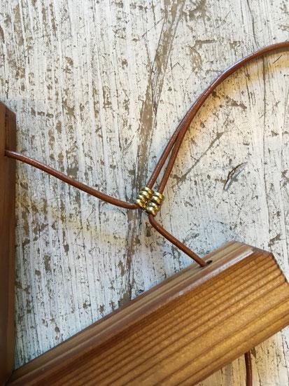 留め具の革紐&真鍮