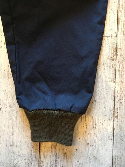 裾周りリブ部分(NAVYはリブがKHAKIカラーになります)