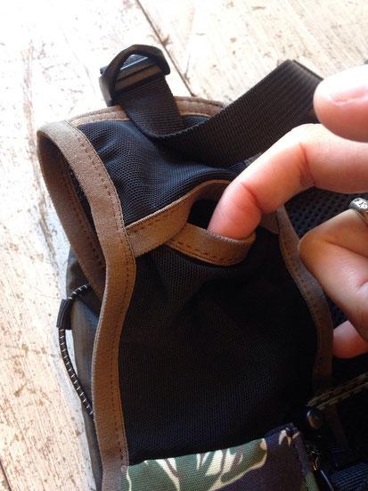 前面上部メッシュポケット(両サイドあり)