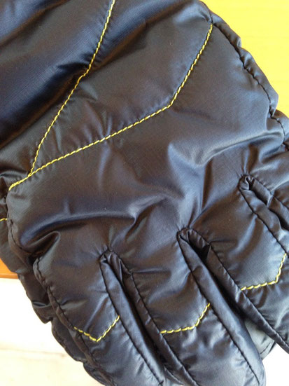 表面拡大(縫っている糸の色は黄緑です)