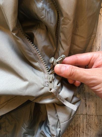 腰回りのドローコードはポケット内部にあり