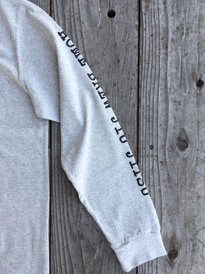 袖周り(両サイドにプリントあり)