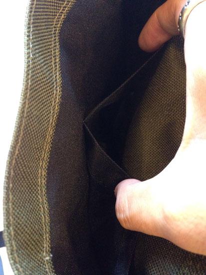 メインポケット内2ポケット。