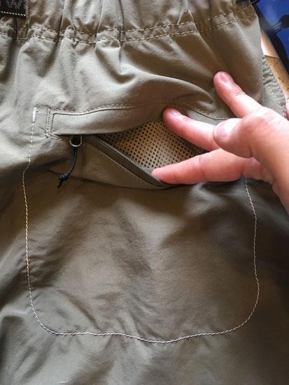 後面ジップポケット(両サイドあり)