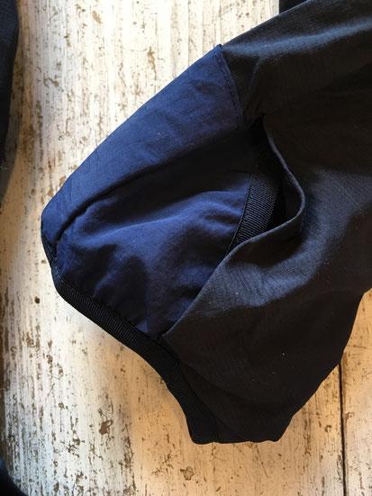 袖はサムホール仕様になっています