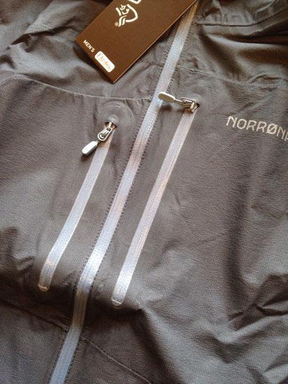正面チェストジッパーポケット(両サイド大きさが違います)