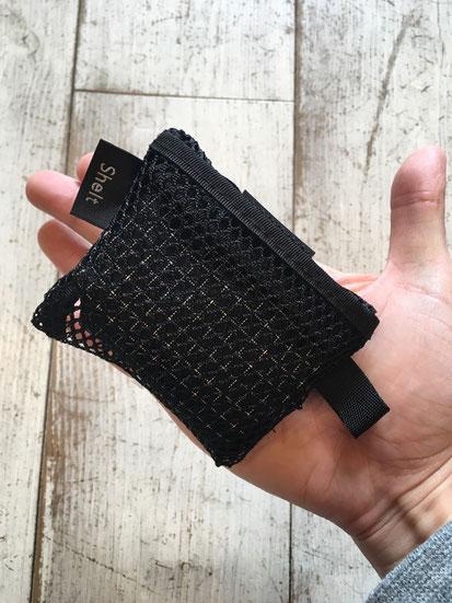 インナーのメッシュポケットにパッカブル可能