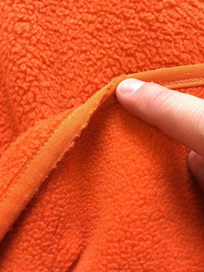 裾周りのゴムパイピングに若干の傷みあり