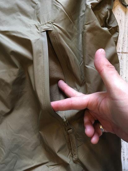 前面サイドジップポケット(両サイドあり)