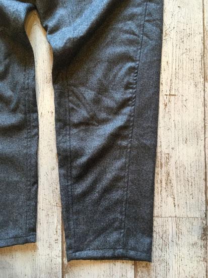 裾は5-Pocket Pants同様にテーパードシルエットになっています