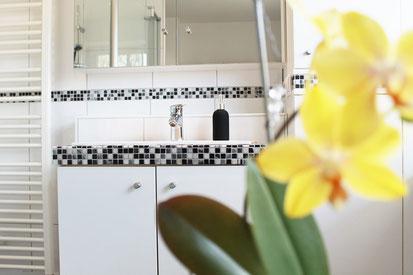 Badeszimmer Bad Einbaumöbel Innenausbau Schrank Spiegel Fliesen