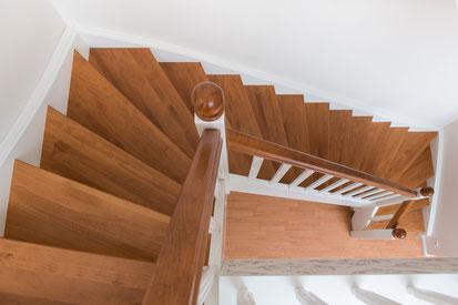 Treppe Massivholz Buche weiß