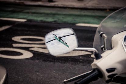 Rückspiegel weisses Motorrad
