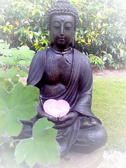 Entspannungs- und Heilpraxis - Reiki - Buddha mit Rosenquarzherz