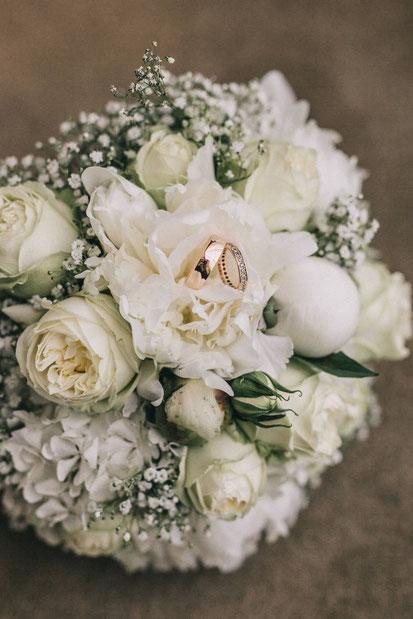 Die Freie Trauung in Willich. Das Golden Couple: Findet Ideen, Tipps und Inspirationen für eure Hochzeit, heiraten in Willich, NRW, Hochzeitsreportage, gefunden auf philosophyl