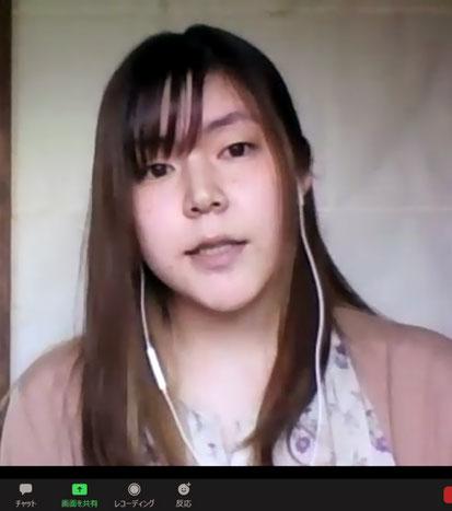 被害の状況を説明する望月瑠菜さん(HPVワクチン薬害東京訴訟原告)
