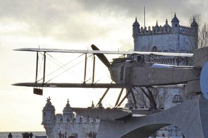 Fliegerdenkmal vor dem Torre de Belem