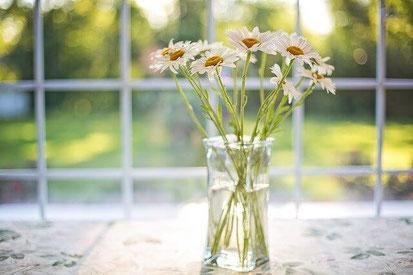 Stress systematisch angehen, Erholung ausbauen, Ressourcen stärken. Ein Blumenstauß an Möglichkeiten steht für Ihre Mitarbeiter*innen bereit! Anti-Stress-Trainerin Christina Gieseler, Mindful Balance Gesundheitsprävention