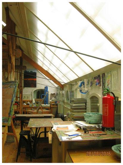 van alle gemakken voorzien, sfeervol professioneel atelier, volop ruimte om te werken