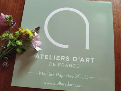 Isabelle Gerbault Mosaïque Contemporaine, Membre pépinière Ateliers d'Art de France, dans le jardin fleuri des Artisans d'Art