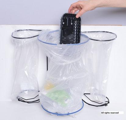 Affaldssortering i et køkken til et skab med billigt affaldssortering system Flower 7. Affaldsstativer