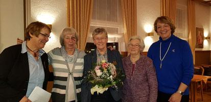V. li. Marita Wormuth (neue Vorsitzende), Irmgard Zimmermann, Else Tensfeldt, Karin Mohnsen und Christel Fahrenkrog