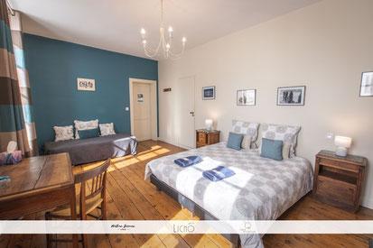 Chambre bleue de la maison d'hôtes La Parenthèse àLa Réole