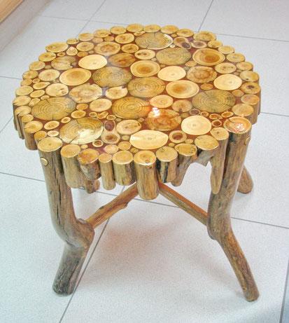 стол из спилов деревянных