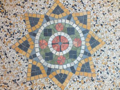 Mosaikornament Terrazzo,Mosaikkunst Terrazzo,Mosaik Blüte Terrazzo,Terrazzokunst