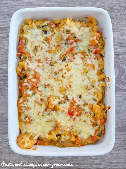 Gegratineerde pasta met scampi in curryroomsaus