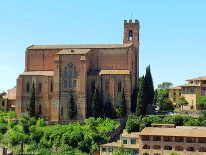 聖女カテリーナの頭蓋骨が聖遺物として納められている サンドメニコ教会