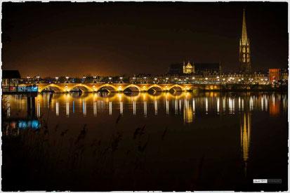 Burdeaux la garonne, marée haute, pont de pierre de nuit