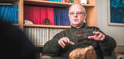 Roland Winkelmann, Pfarrer der Großgemeinde St Judas Thaddäus und neuer Stadtdechant, im Interview. (WAZ-Foto: Fabian Strauch)