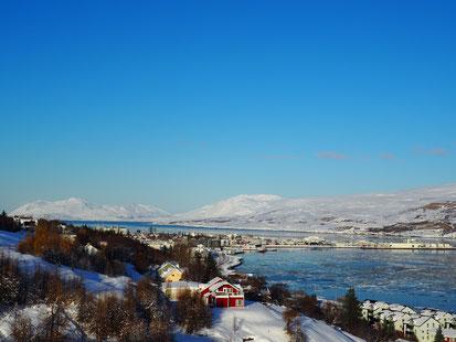 Blick auf Akureyri im Winter