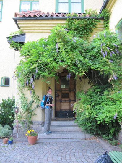 Daniela vor dem Gästeheim in Vadstena