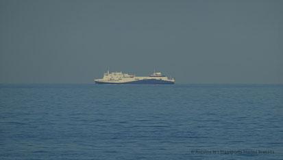 Etretat, photographié alors qu'il navigue entre Le Havre et Portsmouth, sera remplacé par la mise en service du premier ferry de type E-Flexer