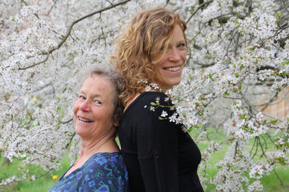 v.l. Christiane und Friederike von Aderkas