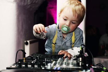DJs Gesucht, Suite 219 DJ Service & Eventtechnik für Hochzeiten, Firmenfeiern, Geburtstage und Veranstaltungen aller Art in Esslingen, Stuttgart, Reutlingen