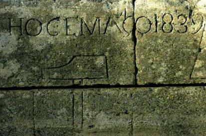 Gravur in einem Pont du Gard Stein